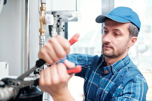 un plombier à Dijon